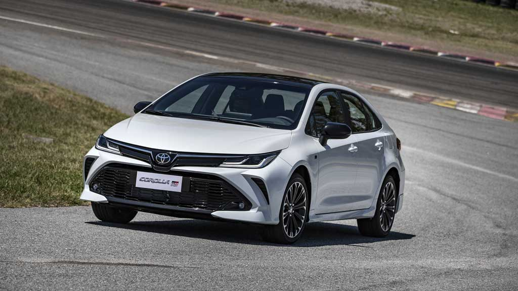 Toyota Corolla GR-Sport chega às lojas a partir de R$ 151.990